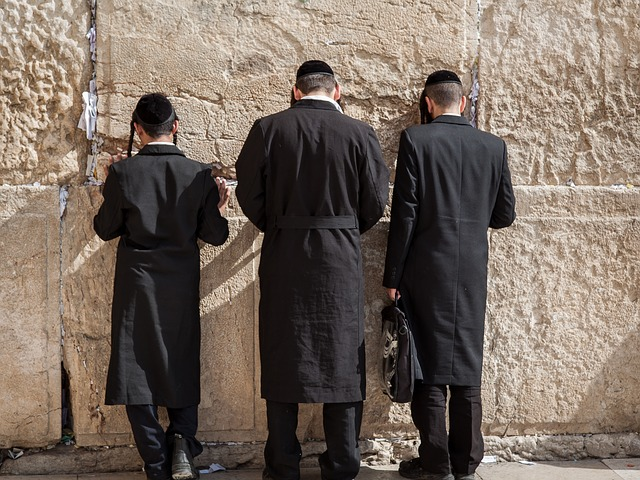 men at wailing wall